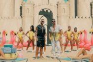 Maluma y Ricky Martin en el vídeo de No Se Me Quita, su nuevo single