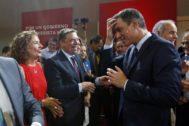 Pedro Sánchez saluda a la ministra de Hacienda en funciones, María Jesús Montero, este martes en Madrid.