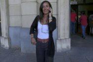 La juez María Núñez Bolaños, en la entrada de los juzgados el Prado de Sevilla.