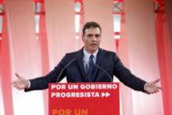 Pedro Sánchez, ayer, durante la presentación del programa progresista que le ofrece a Podemos.