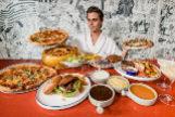 Los youtubers que ingieren cantidades obscenas de comida ya tienen un hotel donde grabarse