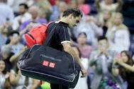 Roger Federer de Suiza sale de la cancha después de perder contra Grigor Dimitrov de Bulgaria durante su partido de cuartos de final masculino de individuales en el noveno día del US Open de 2019 en el Centro Nacional de Tenis Billie Jean King de la USTA el 3 de septiembre de 2019 en el municipio de Queens de la ciudad de Nueva York.