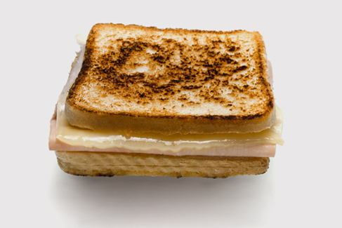 La sociedad del sándwich mixto: por qué los mediocres dominan el mundo