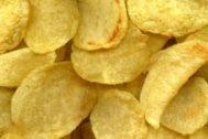 Una imagen de patatas fritas.
