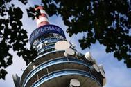 Torre de difusión de la empresa italiana de medios de comunicación Mediaset Group, en su sede en el norte de Milán.