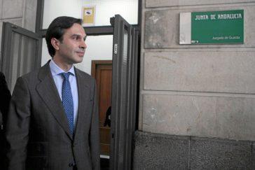 Juan María González Megías, saliendo de los juzgados de Sevilla en 2014.