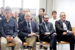 GRAFCVA7143. VALENCIA.- El expresidente del <HIT>Zaragoza</HIT>, Agapito Iglesias (d), y el exentrenador, Javier Aguirre, durante el primer gran juicio en España por el posible amaño de un encuentro, el que disputaron el <HIT>Levante</HIT> y el <HIT>Zaragoza</HIT> en la última jornada de la campaña 2010-2011, que comienza este martes con un total de 42 acusados, entre ellos 36 jugadores y exjugadores y el club maño.