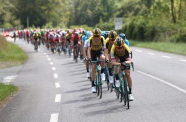 El pelotón con el Jumbo en la cabeza durante la etapa que ha finalizado en Dantxarinea.