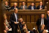 Uno de los diputados recién expulsados por Boris Johnson del Partido Conservador, Philip Hammond, interviene en la sesión parlamentaria del martes.