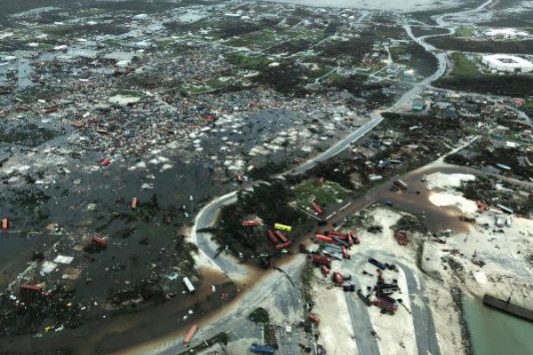 Una vista aérea muestra la devastación después del caso del huracán Dorian por la islas Ábaco, en Bahamas.