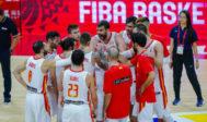 Marc Gasol arenga a sus compañeros, tras el partido contra Irán.