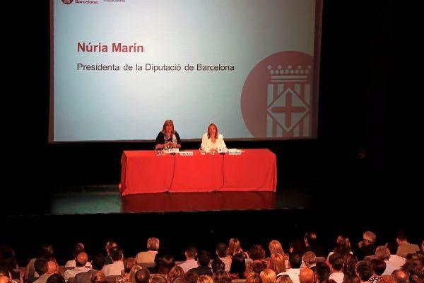 Núria Marín (izquierda) en la reunión de ayer.