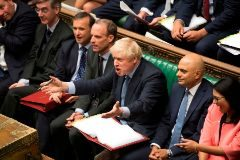 Boris Johnson reacciona ante la intervención de Jeremy Corbyn.