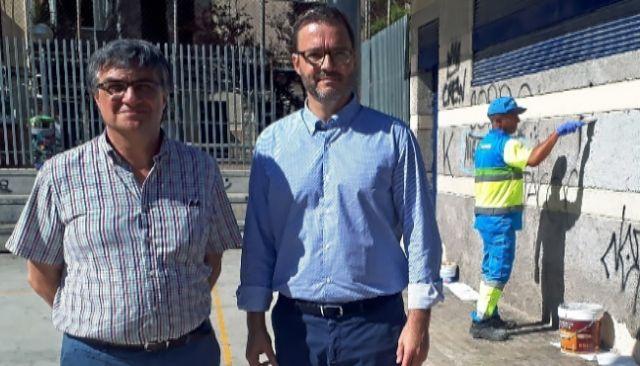 El presidente de Emaya, Ramon Perpìnyà, con el alcalde socialista José Hila.