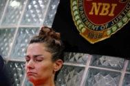 La mujer estadounidense detenida, Jennifer Erin Talbot, trataba de salir de Filipinas con un bebé de seis días escondido en su equipaje de mano.
