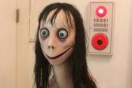 Momo, el espeluznante protagonista de un peligro reto virtual.