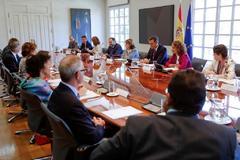 Pedro Sánchez y los ministros del Gobierno en la reunión de este jueves.