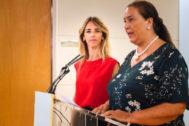 La presidenta de la AVT, Maite Araluce, junto a Cayetana Álvarez de Toledo.