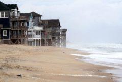 Casas de madera en Rodanthe, Carolina del Norte, antes de la llegada del huracán Dorian.
