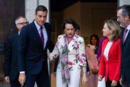 El presidente del Gobierno, Pedro <HIT>Sánchez</HIT>, junto a la ministra de Economía, Nadia <HIT>Calviño</HIT>, de Trabajo, Magdalena Valerio, de Cultura, José Guirao, y el presidente del Senado, Manuel Cruz, antes del coloquio Efeminista la agencia EFE