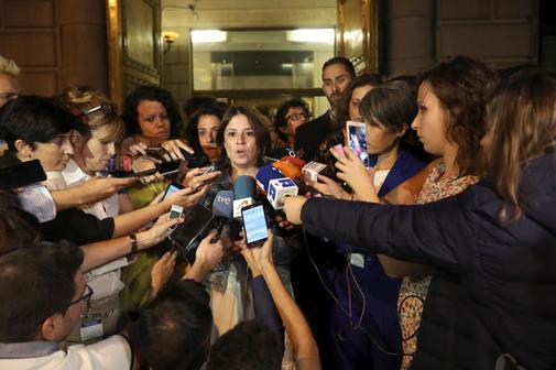 Adriana Lastra, portavoz del PSOE, atiende a los medios al finalizar...