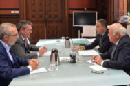 El alcalde de Sevilla, Juan Espadas, los consejeros Elías Bendodo y Jesús Aguirre, y el delegado municipal de Bienestar Social, Juan Manuel Flores.