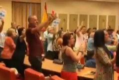 Podemos recibe al candidato peronista Alberto Fernández al grito de ¡Presidente, presidente!