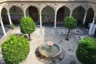 Claustro del palacio de Jabalquinto, sede universitaria de Baeza.