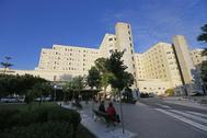 Fachada principal del Hospital de Alicante.