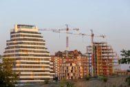 Obras de construcción de varios bloques de vivienda en Madrid.