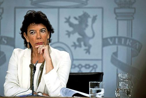 La ministra de Educación, Isabel Celaá, ayer, en la rueda de prensa posterior al Consejo de Ministros.