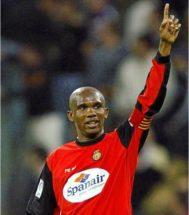 El futbolista camerunés Samuel Eto'o anuncia su retirada
