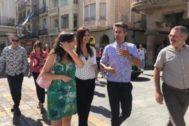 Roldán junto a miembros de Cs durante un paseo por Reus este sábado