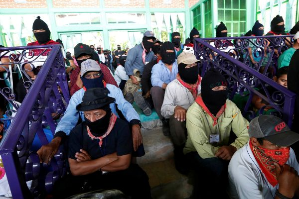 Members of the indigenous <HIT>Zapatista</HIT> National Liberation...