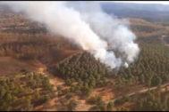 Imagen aérea de uno de los focos del incendio.