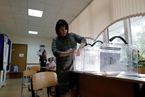 Preparativos antes de la apertura de los colegios electorales para la...