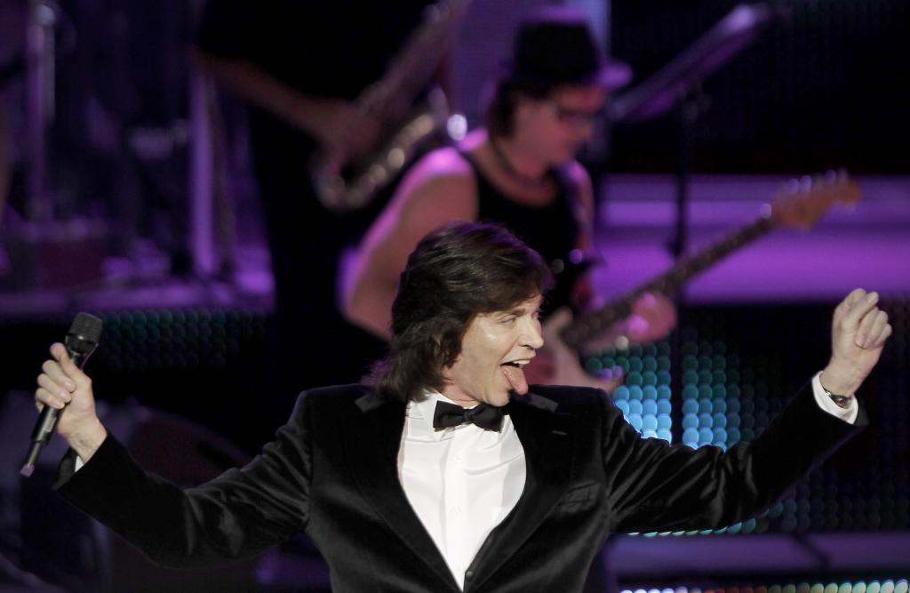 El cantante español Camilo Sesto ha fallecido esta noche a los 72 años, según se ha anunciado en su cuenta de Twitter. En la fotografía, Camilo Sesto durante un concierto en el Palacio de Congresos, en 2010.