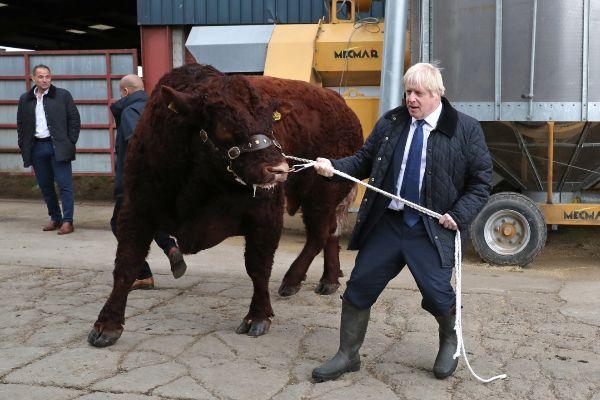 Boris Johnson, en una visita a una granja de Aberdeen.