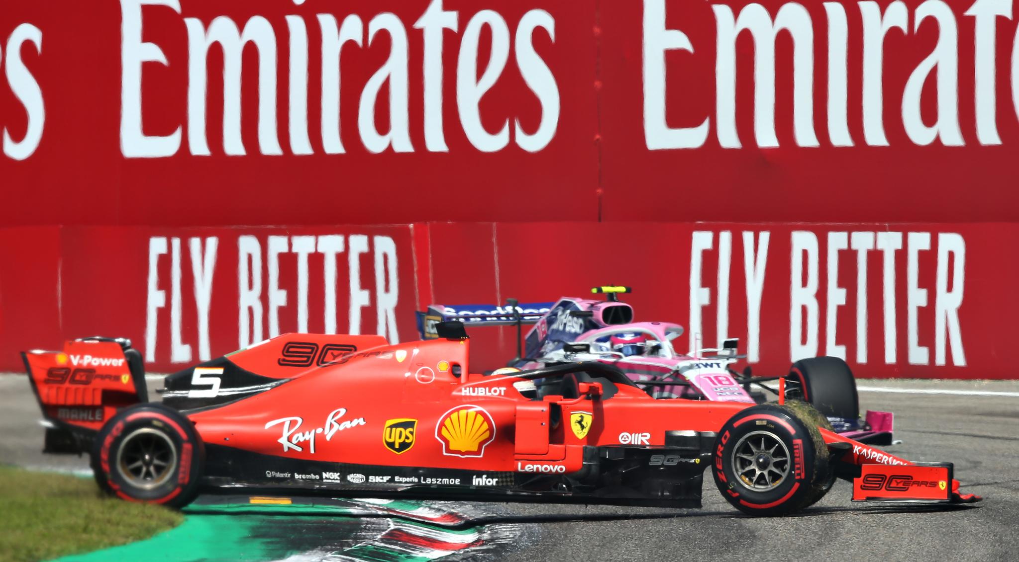 Peor imposible para Vettel en Monza: trompo, doblado por Leclerc y a tres puntos de la suspensión