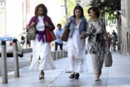 Las negociadoras del PSOE: María Jesús Montero, Adriana Lastra y Carmen Calvo.