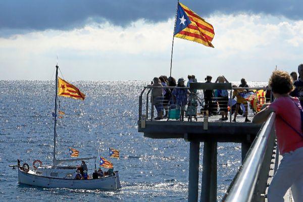 Acto de deportistas independentistas en las Playas de Badalona.