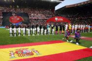 España e Islas Feroe, antes del partido que sirvió para homenajear a Quini.
