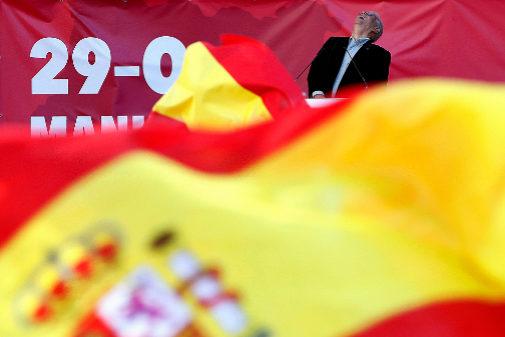 Josep Borrell, durante la manifestación por la unidad de España...