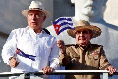 El presidente cubano, Miguel Diaz-Canel, y el líder del Partido Comunista de Cuba, Raúl Castro.