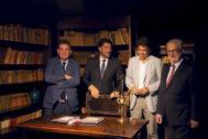 Montero, Barcala, Mazón y Boyer, posan en el despacho de Gabriel Miró.