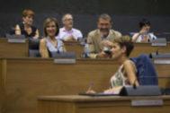 María Chivite, con los diputados de Bildu al fondo, durante su elección como presidenta de Navarra.