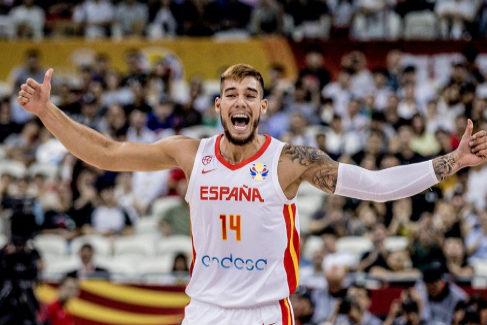 España ya no duda: peleará por las medallas tras derrotar a Polonia