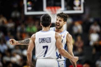 Argentina, en su esplendor, pone a Serbia en la calle