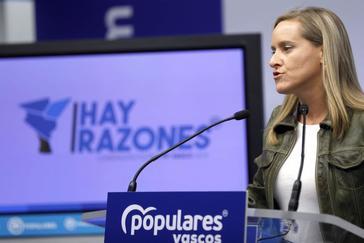 La secretaria general del PP vasco, Amaya Fernández, durante la comparecencia de prensa.