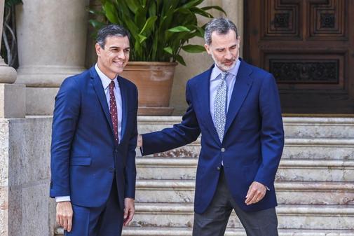 Pedro Sánchez, presidente del gobierno en funciones, con el Rey...